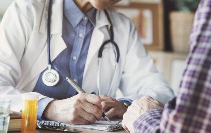 Le contrôle des professionnels de santé par l'assurance maladie